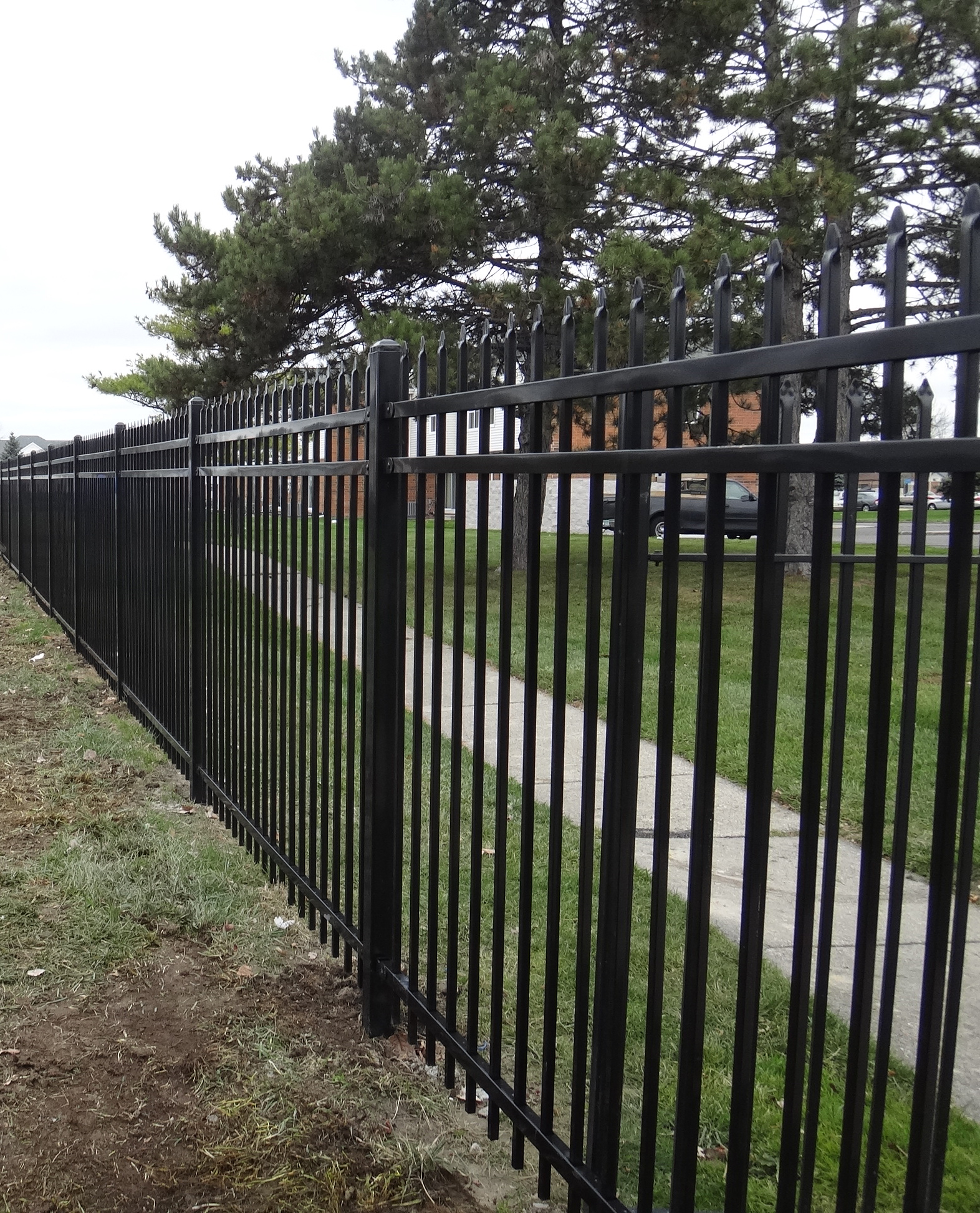 V-2 Spear Point 3/rail Steel Commercial | Spaulding Fence & Supply