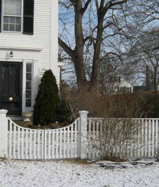 Cedar nantucket  spaced board with arched gate